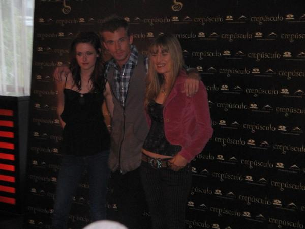 Kristen, Cam and Catherine 2 in Twilight actors' visit! by